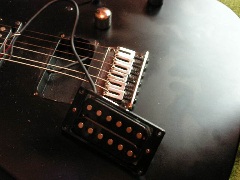 elektronika gitarowa, wnętrze gitary IBANEZ RG-2
