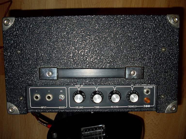 schemat /aukcje/Combo-Guyatone Guyatone-380-front-8cali-panel-input-boost-volume-tone-reverb-tremolo.jpg