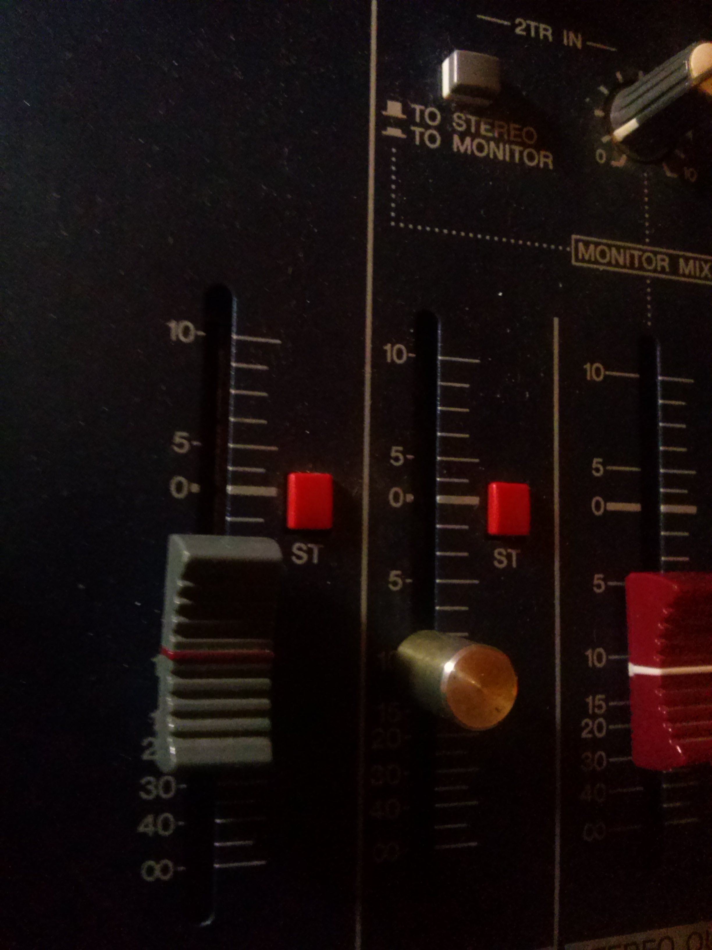 schemat /aukcje/Yamaha-MG166C-mikser-mixing-console CAM03310.jpg