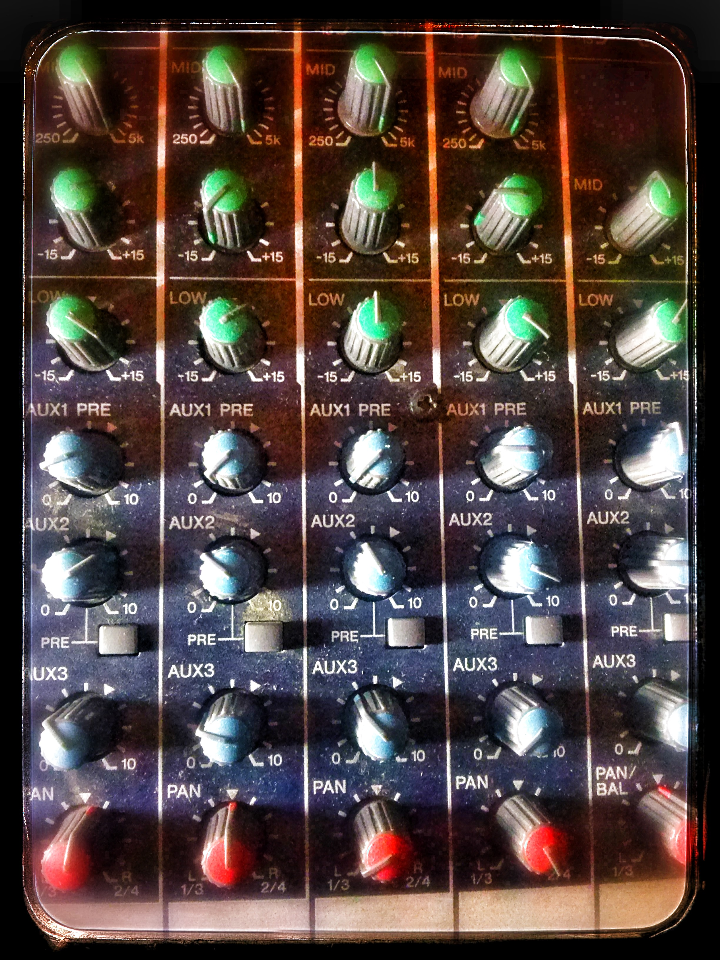 schemat /aukcje/Yamaha-MG166C-mikser-mixing-console CAM03311.jpg