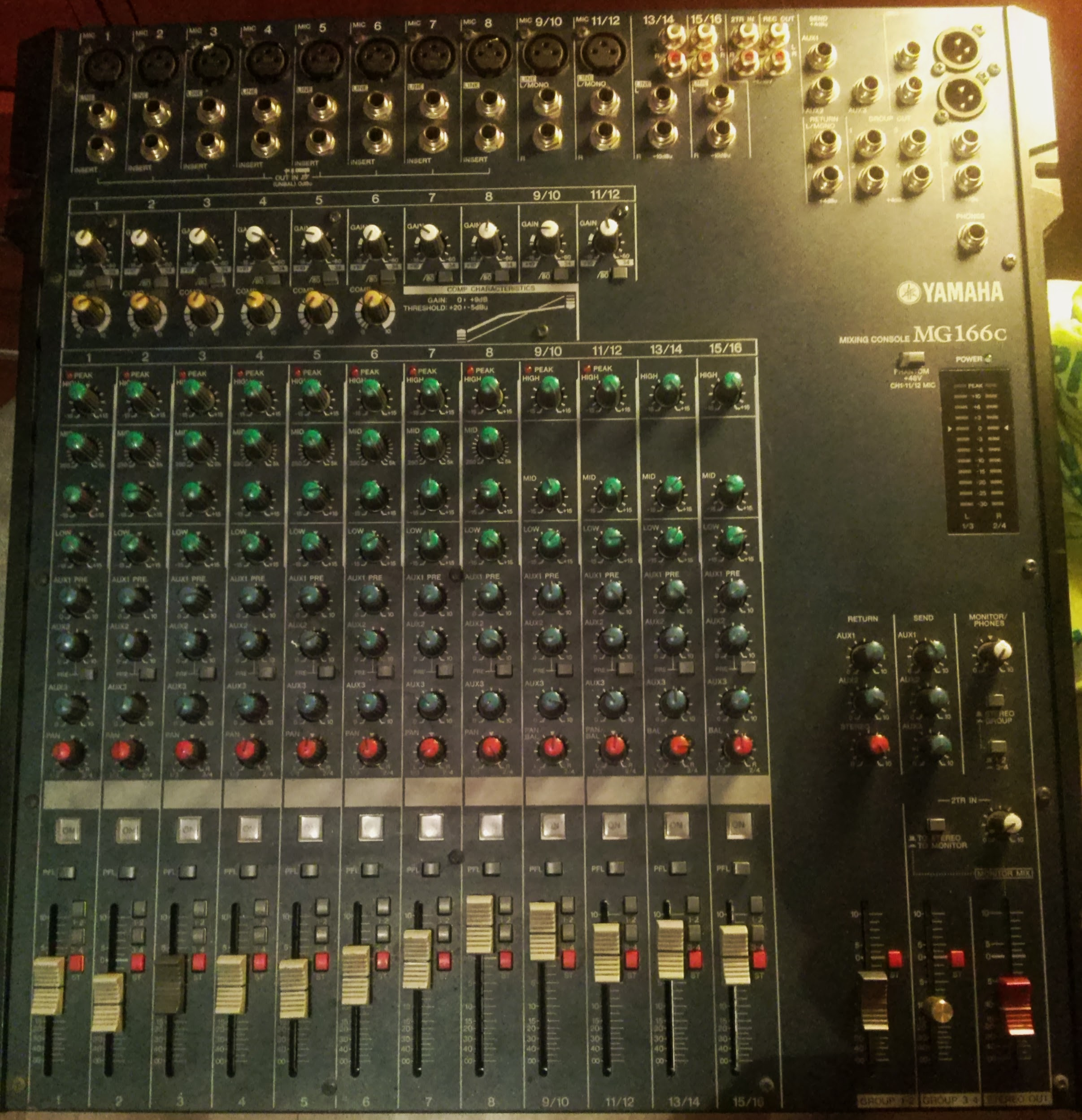 schemat /aukcje/Yamaha-MG166C-mikser-mixing-console CAM03318.jpg